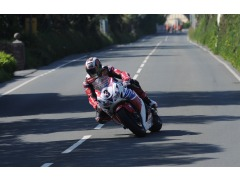 McGuinness rounds the Nook on his way to victory in the Senior TT